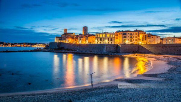 Frankreich- Antibes – Stadtmauer – Ufermauer - Postkarte - Nachtbild - Château Grimaldi - Côte d' Azur - Mittelmeer