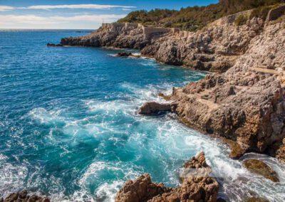 Frankreich- Antibes - Wanderung - Cap d' Antibes - Côte d' Azur -Mittelmeer – Felsküste – Wellen