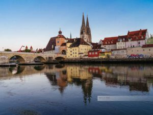 Panorama und Steinerne Brücke in Regensburg