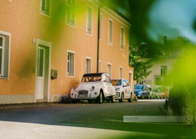 Ein Alter Citroen 2SV in einer Gasse in StadtamHof, Regensburg