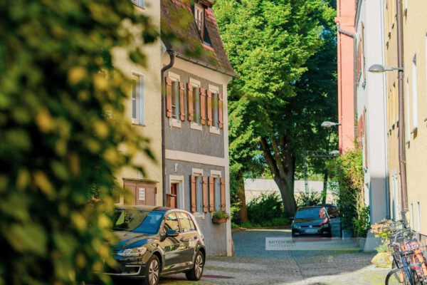 Sommer in den Gassen von StadtamHof dem kleinen Stadtteil von Regensburg