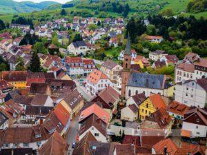 Blick auf Wolfstein im Kreis Kusel, Westpfalz. Ein Blick auf das Pfälzer Bergland
